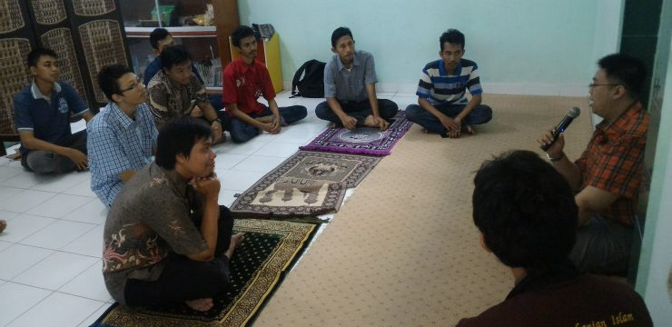 Sholat Dhuha berjamaah di Mushola Fakultas hukum Unair