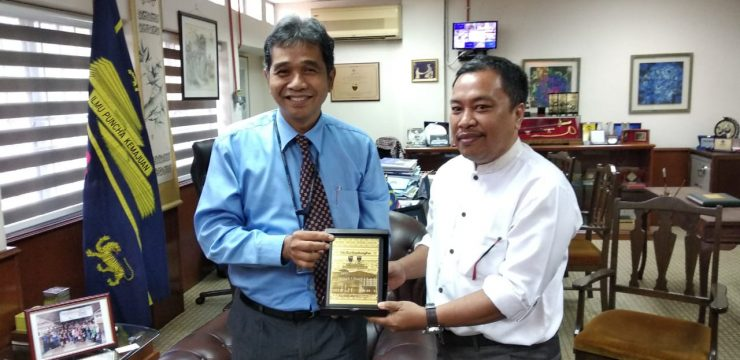 The Dean of the Faculty of Law at Malaya University welcomed the collaboration with the Faculty of Law , Airlangga University