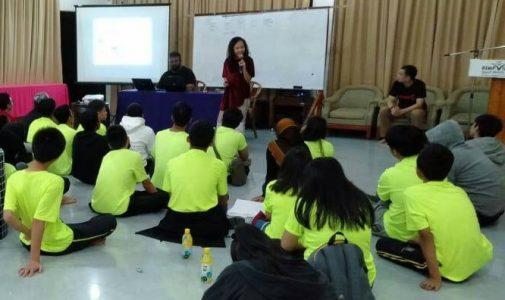 MAHASISWA FH UNAIR MOTIVASI SISWA SMP DI MALAYSIA