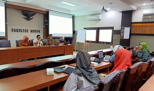 FH UNAIR ADAKAN SOSIALISASI ORANGE KNOWLEDGE PROGRAM SEBAGAI UPAYA PENGEMBANGAN HUKUM DI INDONESIA