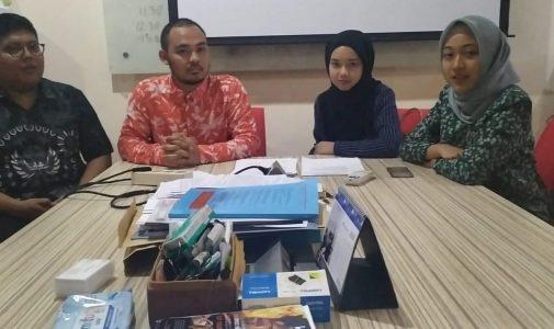 MENYAMBUT 4 MAHASISWA UITM DALAM RANGKA STUDENT EXCHANGE DALAM RANGKA INTERNASIONALISASI BERKELANJUTAN