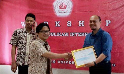 Dosen FH UNAIR Berbagi Strategi Menembus Jurnal Internasional di FH Universitas Lampung